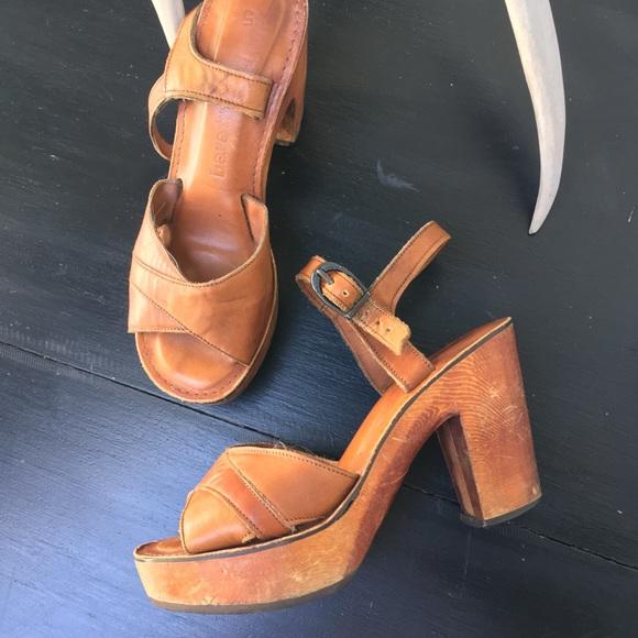 522681bb540a Vintage BEAR TRAPS platform sandals. M 5b2f316d819e902bfa67ecdb